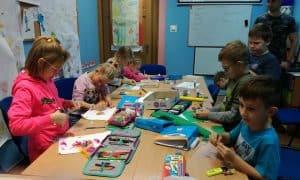 Dzieci uczą się poprzez zabawę