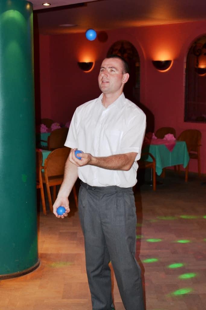 Akademia w Olsztynie. Żonglowanie piłkami