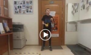 Potrafi żonglować godzinami